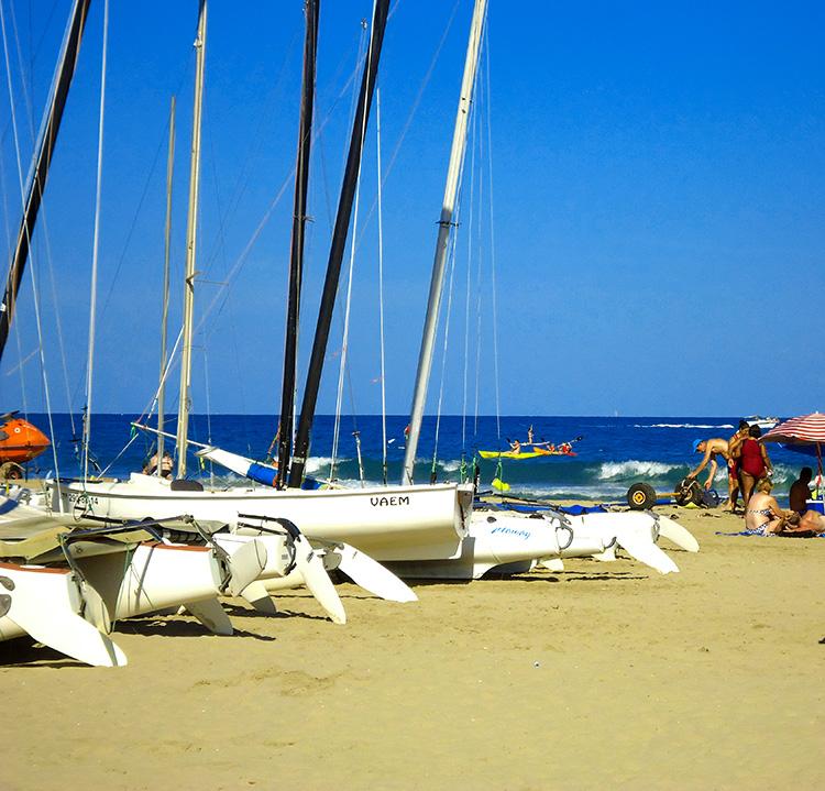 Turismo-Alcossebre-Playa-Cargador-Carregador-Alcossebre-Escuela-de-Vela