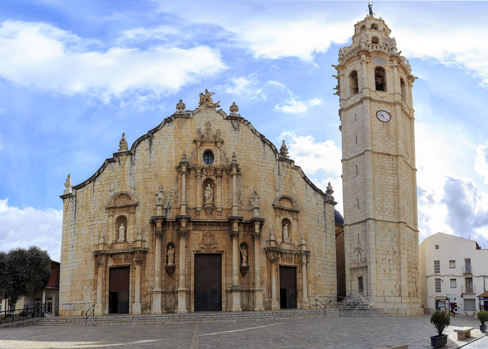 Oficina Turismo Alcossebre. Iglesia Parroquial y Campanario de Alcalà de Xivert
